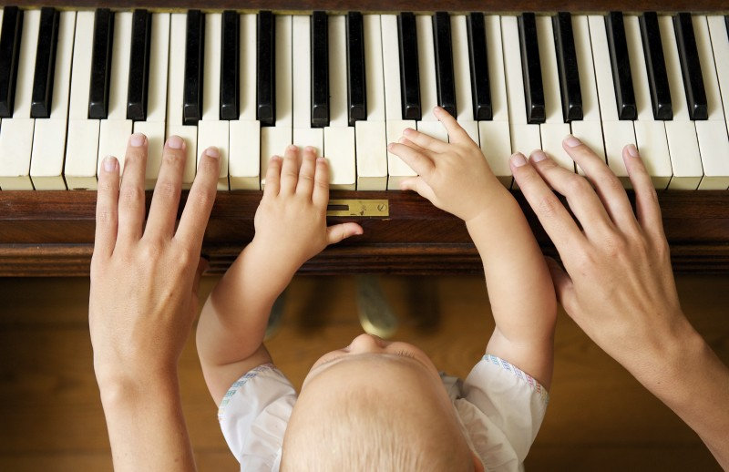 baby-playing-piano-with-mom-e1403616036461